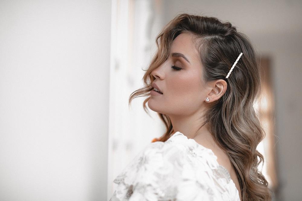 Braut-mit-Haarschmuck-Muenchen