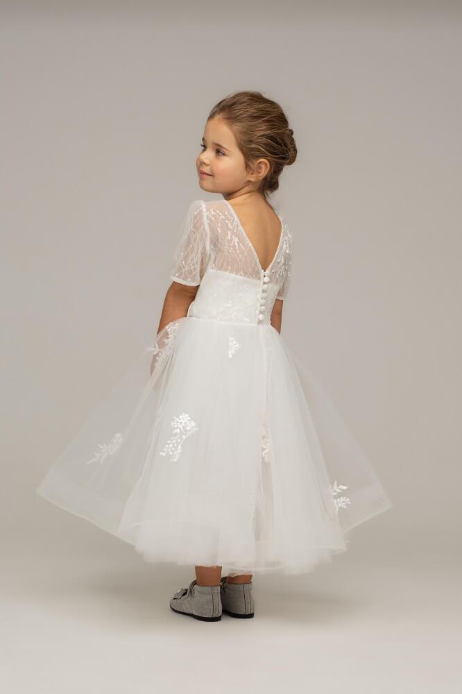 Kind in Kleid