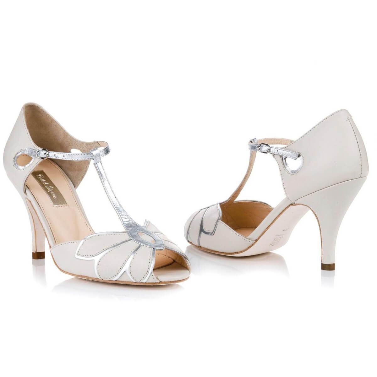 weiße offene Schuhe Brautkleid